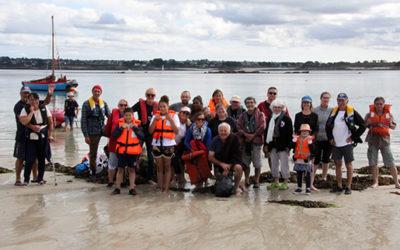 Un groupe d'employés d'Algaia a pris la mer pour l'île de Stagadon
